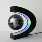 Glob pamantesc cu levitatie magnetica